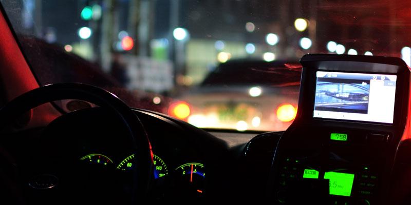 Itens eletrônicos do carro sobrecarregam a bateria?